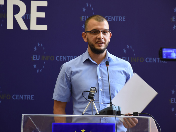 Balkan Fellowship Journalist Elvis Nabolli Wins Investigative Award