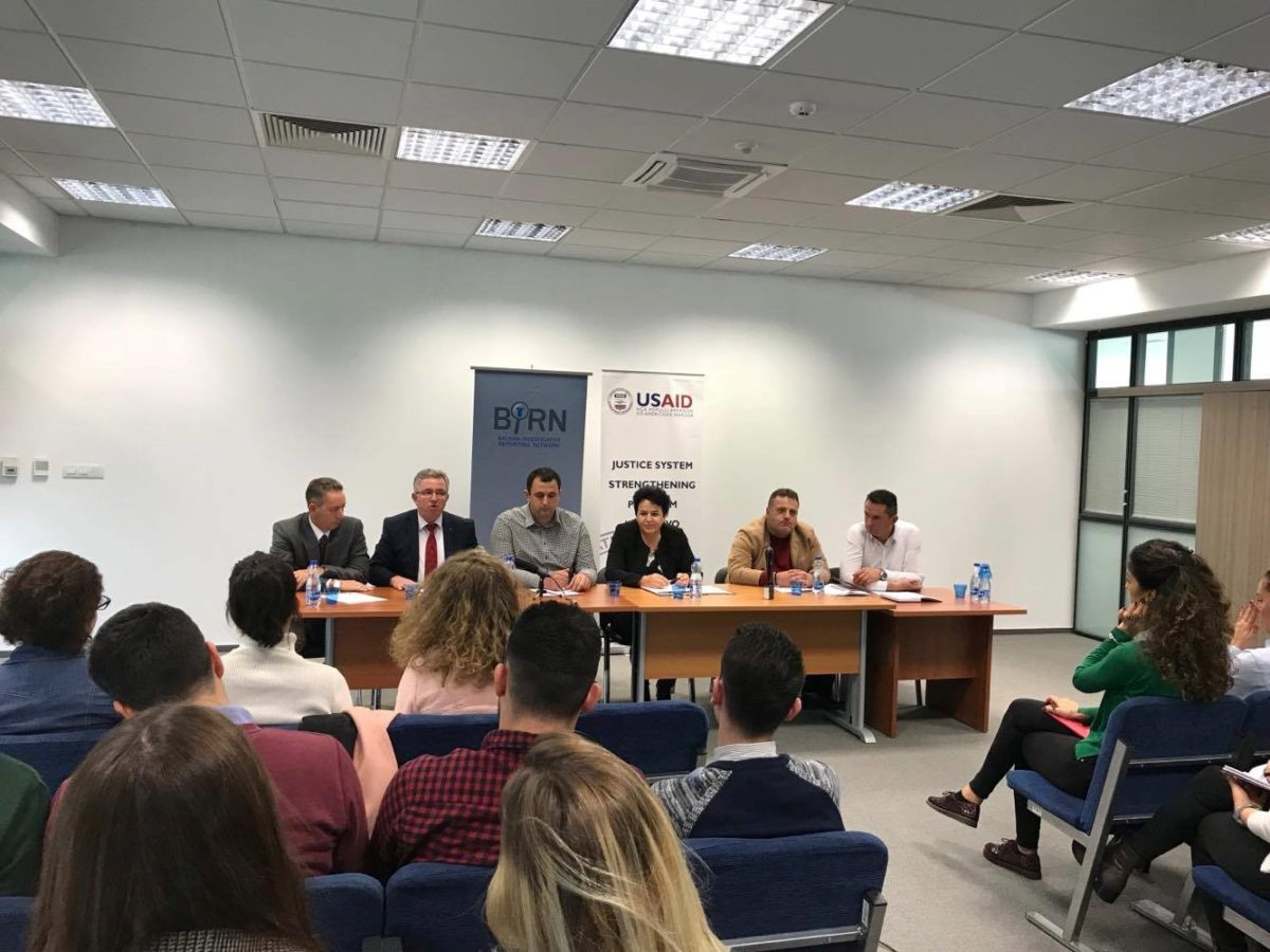BIRN Kosovo Holds a Debate with Students at the Prishtina Basic Court
