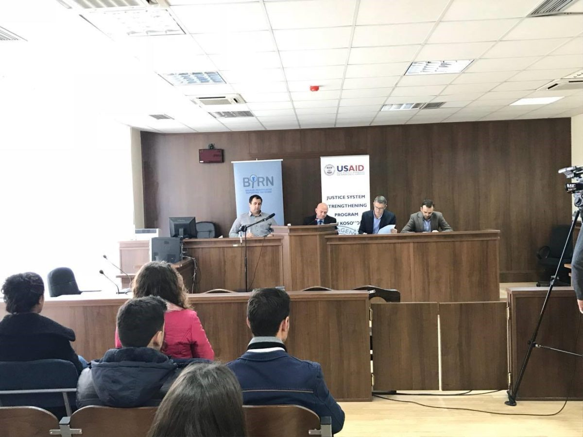 BIRN Kosovo Holds a Debate with Law Students at Gjilan Basic Court