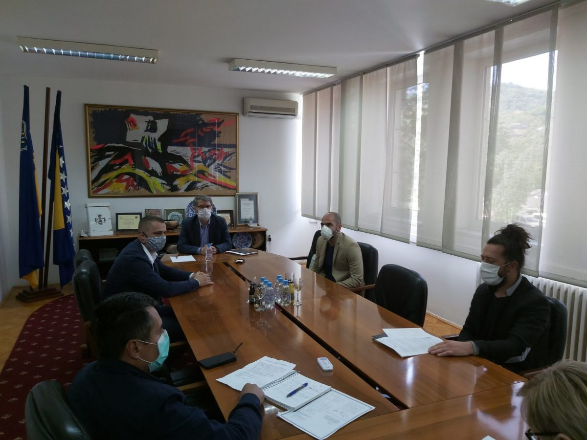 BIRN Bosnia Gives Archive Material to Tuzla Memorial Centre