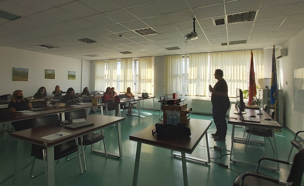 BIRN Kosovo Trains Teachers in Public Speaking and Presenting