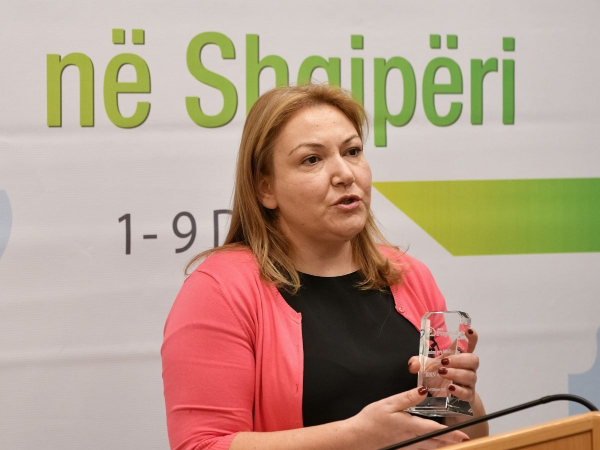 BIRN Albania Wins Integrity Award from Chamber of Commerce